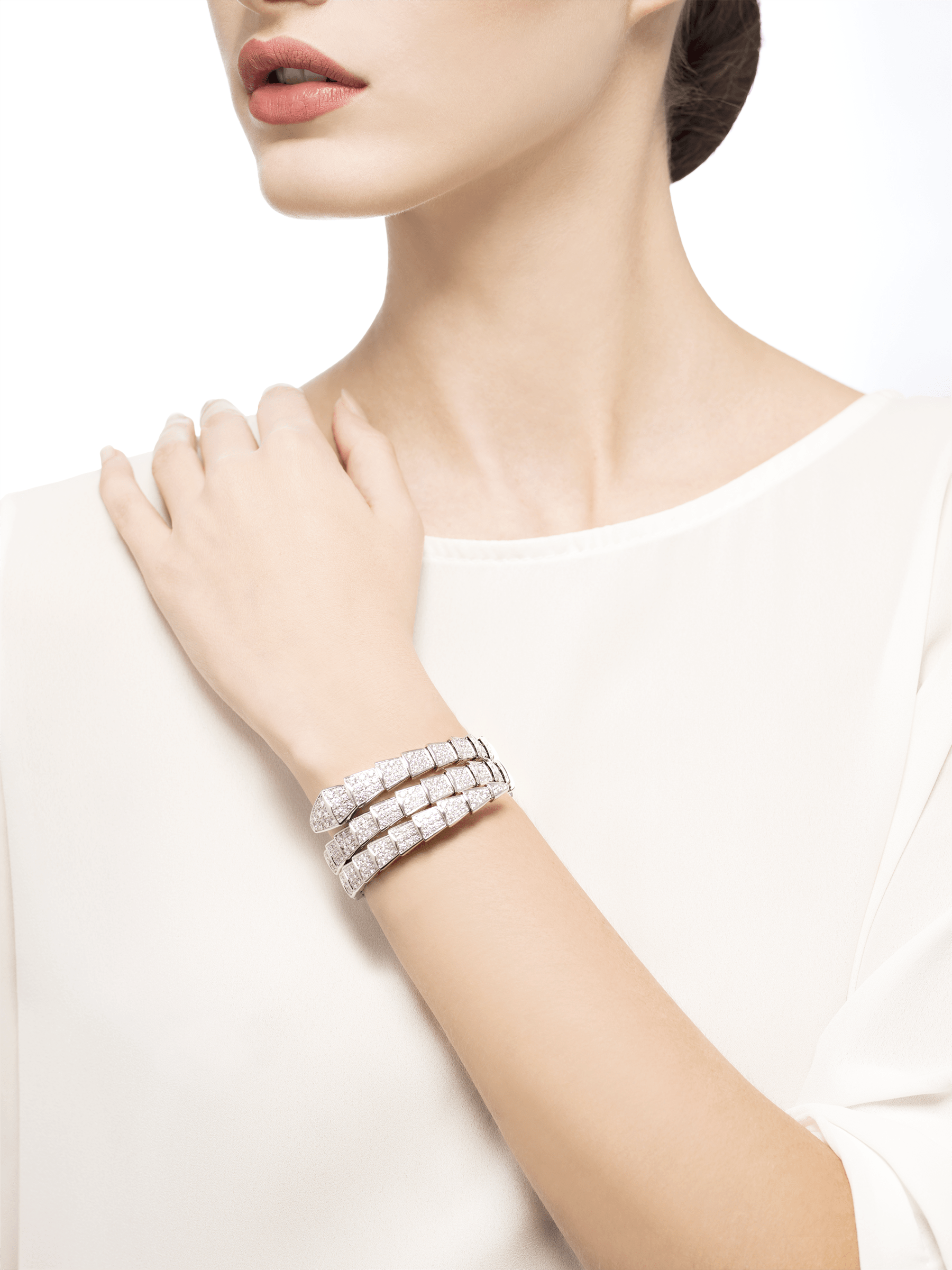 Serpenti two-coil bracelet in 18 kt white gold, set with full pavé diamonds. BR855118 image 2