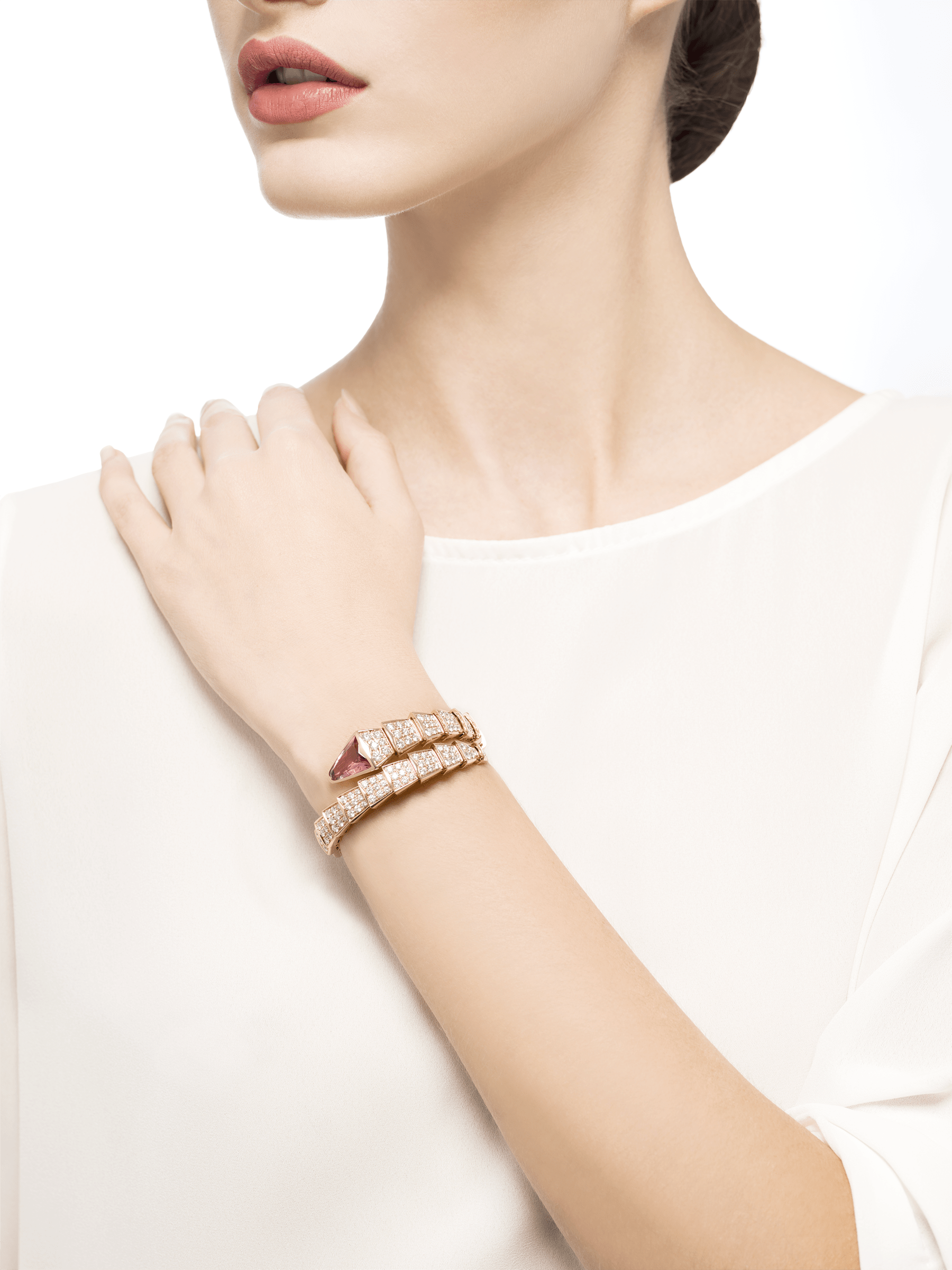 Serpenti one-coil bracelet in 18 kt rose gold, set with full pavé diamonds and a rubellite on the head. BR856126 image 4