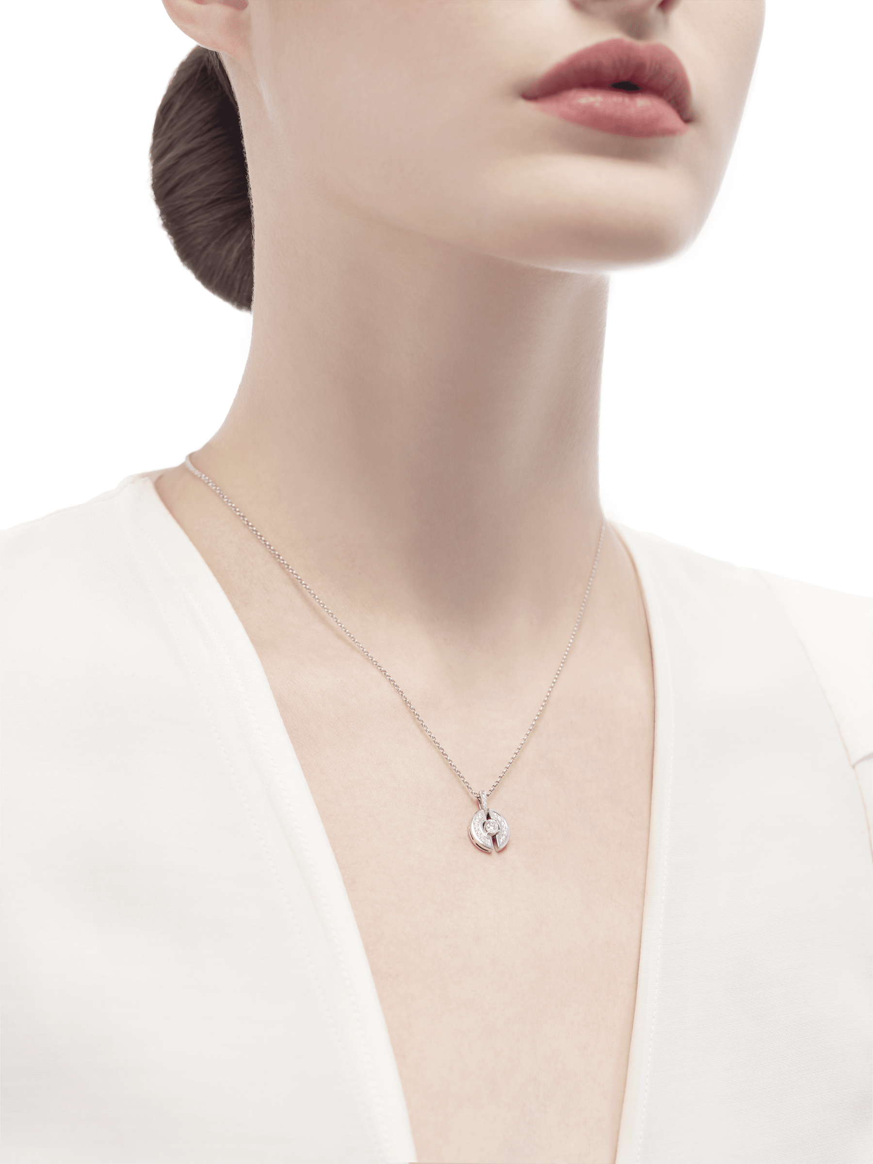 Parentesi necklace with 18 kt white gold chain and pendant, set with a central diamond and pavé diamonds. 354312 image 4