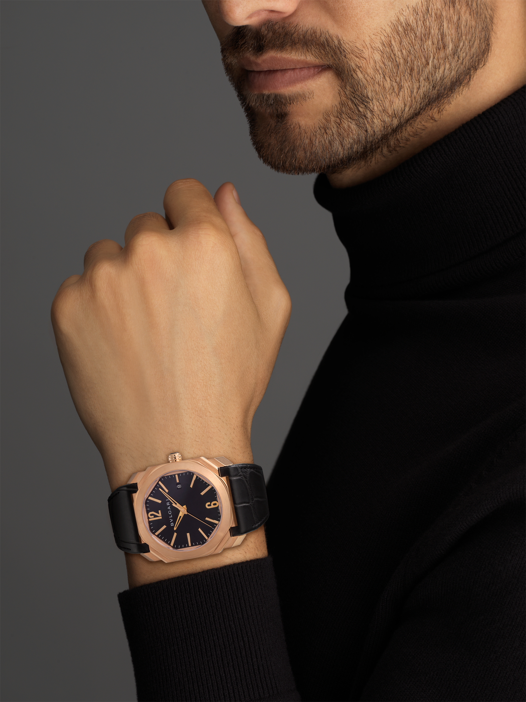 Octo watch with mechanical manufacture movement, automatic winding and date, 18 kt rose gold case, black lacquered dial and black alligator bracelet. 101963 image 3