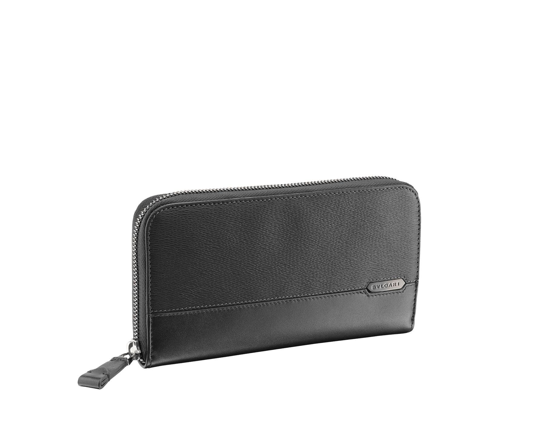 Man zipped wallet in black grazed calf leather and black calf leather. Bulgari logo on iconic Serpenti Scaglie Man metal plate finished in dark ruthenium. 282778 image 1