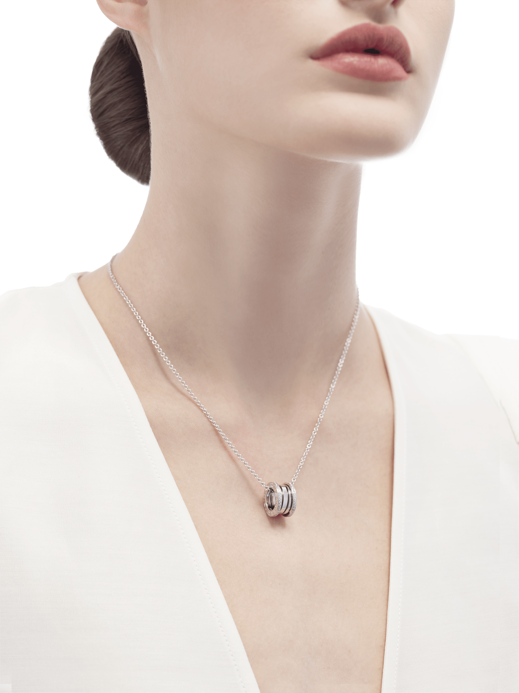 B.zero1 necklace with 18 kt white gold chain and 18 kt white gold round pendant set with pavé diamonds on the edges. 350054 image 4