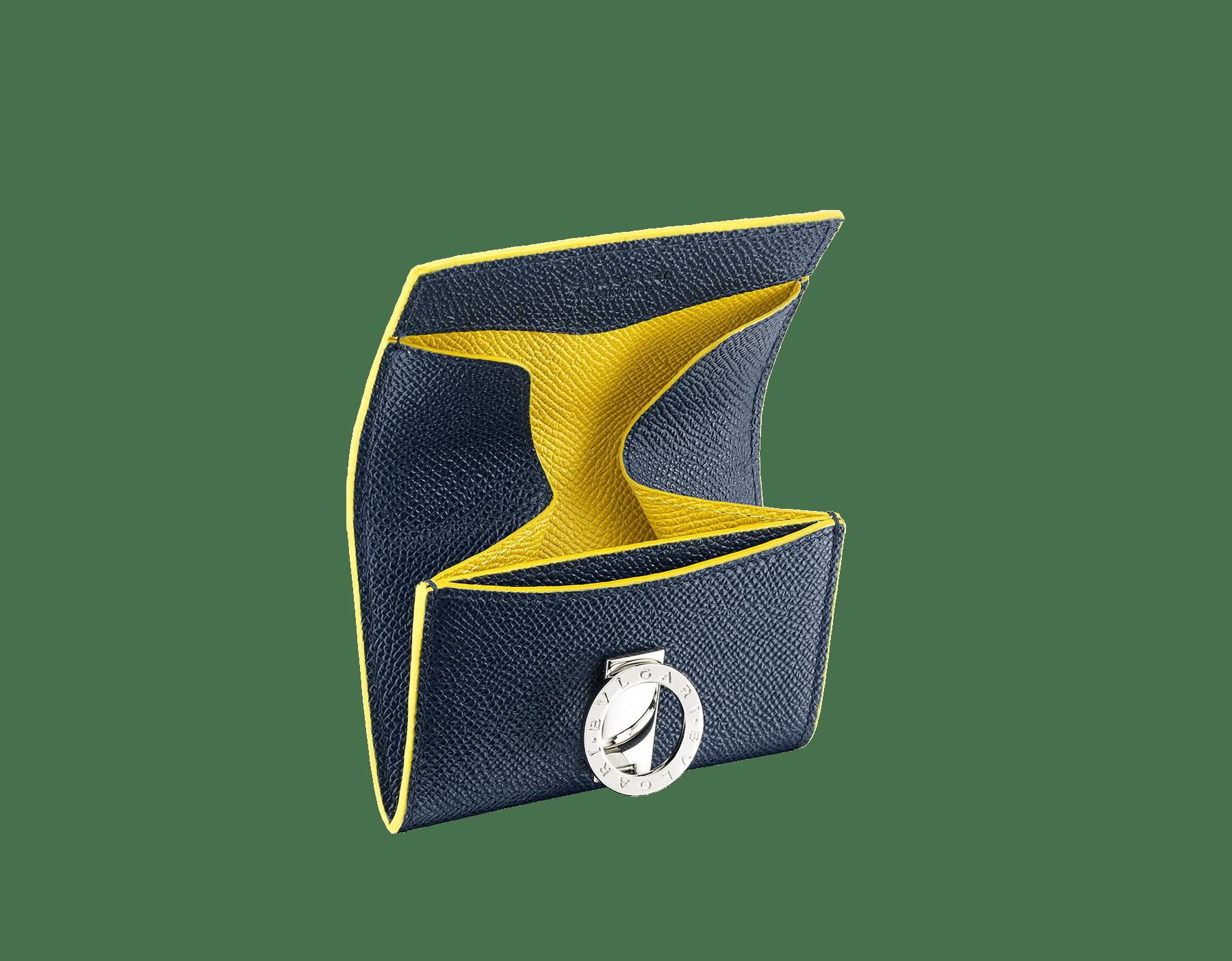 Porte-monnaie BVLGARIBVLGARI en cuir de veau grainé couleur Denim Sapphire et Daisy Topaz avec doublure en moire bleu marine foncé. Fermoir emblématique orné du logo Bvlgari en laiton. 289859 image 2