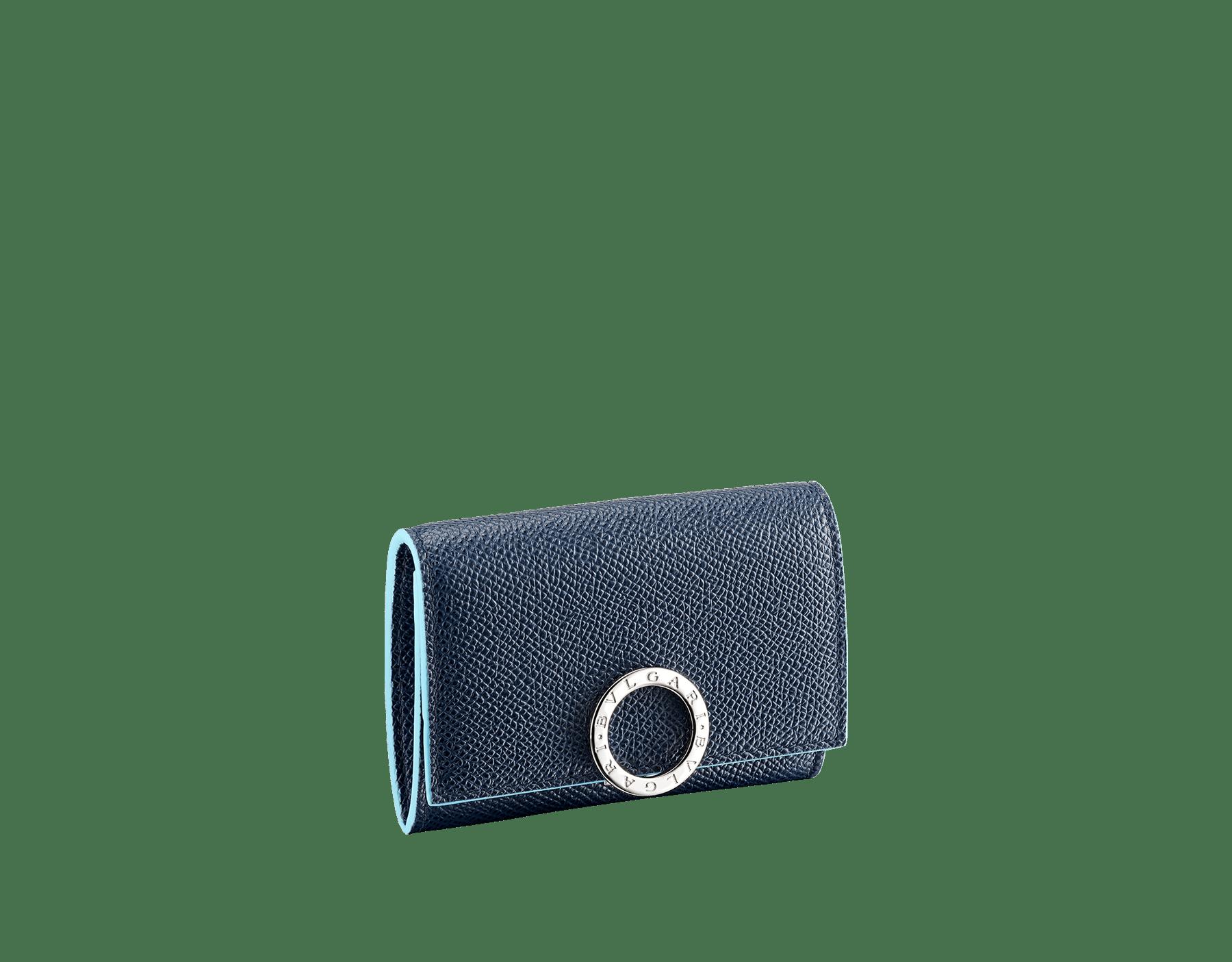 Denim SapphireのブルーとAegean Topazのライトブルーのカーフレザー製「ブルガリ・ブルガリ」コインパース。 ブラスパラジウムプレートのアイコニックなロゴのクロージャークリップ。 290671 image 1