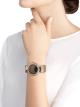 DIVAS' DREAM腕表,搭载品牌自制自动上链机械机芯,18K玫瑰金表壳,18K玫瑰金表圈和扇形链节,皆镶嵌明亮式切割钻石,天然孔雀羽毛表盘和闪亮米色鳄鱼皮表带 103139 image 5