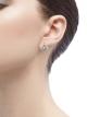 Pendientes calados DIVAS' DREAM en oro blanco de 18 qt con pavé de diamantes y un diamante central (0,50 ct). 354194 image 4