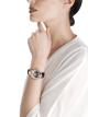 DIVAS' DREAM Uhr mit Gehäuse aus 18 Karat Roségold mit Diamanten im Brillantschliff, mit Diamanten besetztes Perlmuttzifferblatt mit handgemaltem Pfau und Armband aus dunkelblauem Alligatorleder 102741 image 5