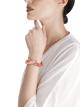 Serpenti Secret Watch mit Kopf aus 18Karat Roségold und einfach geschwungenem Armband, beide mit Diamanten im Brillantschliff, Korall- und Perlmuttelementen besetzt, Saphiraugen, Zifferblatt aus 18Karat Roségold mit Diamanten im Brillantschliff und Perlmutt. 102534 image 4