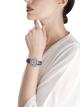 Relógio Serpenti Incantati com caixa em ouro branco 18K cravejado com diamantes lapidação brilhante, mostrador cravejado com diamantes engaste neve e pulseira de cetim azul. 102538 image 2