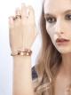Envolvendo o pulso com a sensualidade do ouro rosa, a pulseira Serpenti brilha com o encanto sedutor de suas escamas preciosas e com o fulgor de sua cabeça de diamantes. BR855312 image 4